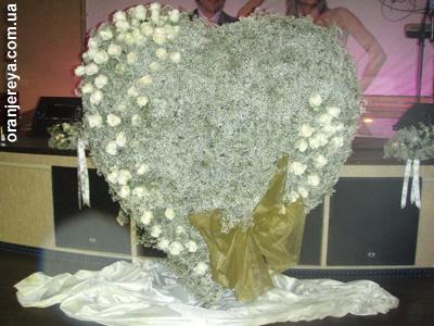 Цветочное сердце - свадебное украшение