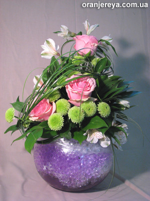 Композиции из живых и искусственных цветов